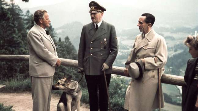 Adolf-Hitler-c-with-Reich-Propaganda-Minister-Joseph-Goebbels-r-Josef-Thorak-l-walking-on-Obersalzberg-near-Berchtesgaden