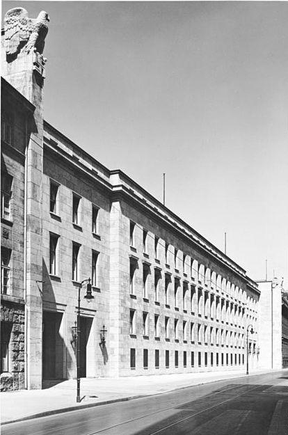 Bundesarchiv_Bild_146-1985-013-24,_Berlin,_Propagandaministerium