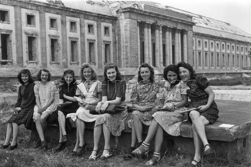 Ausflug/Schülerinnen v.Reichskanzlei